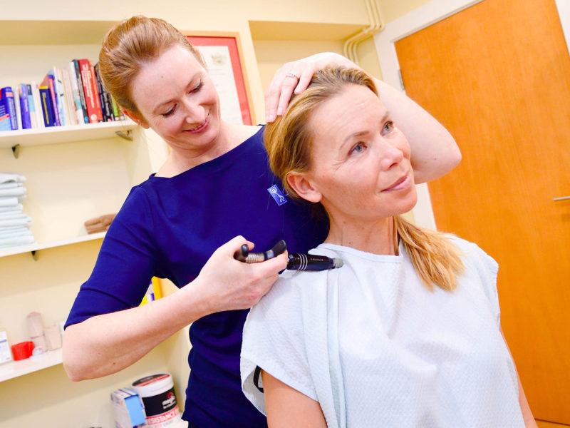 Chiropractor in Bridgend treating neck pain